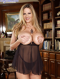 Kelly Madison Busty Covergirl