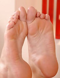 Brunettes' foot fetish action