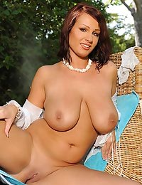 LaTaya Roxx naked in garden