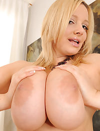 Sophie Mei shows her huge jugs