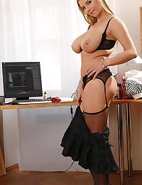 Katarina toying for webcam