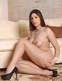Brunette Zafira stripteasing