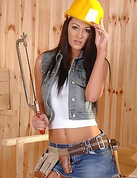 Hard hat hottie spreadin!