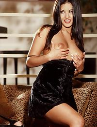 Sunny Leone in plays with a sexy ice sculpture