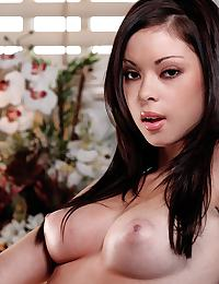 Lindsey Lee in undresses her young natural body