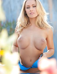 Nicole Aniston in pops her ass out of blue panties
