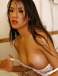 Asian alisara sue 01 thailand shower