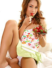 Asian winny sung 03 strawberry chocolate food play