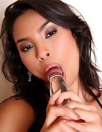 Asian amara ranipas 31 glass dildo in vulva