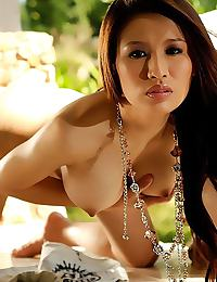 Big Breasts of Anna Kaew Garden Strip