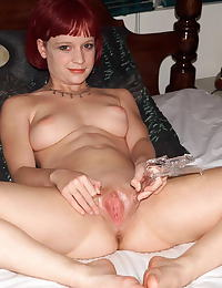 gwenevieve 01 redhead big clit shaved pussy