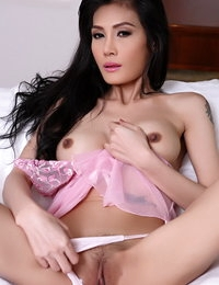 Naked Chinese Sizzling Woman Chanya