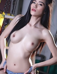 Naked Thai Babe Maple