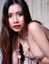 Au Naturel Thai Sinful Female Mayavee