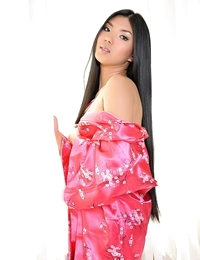 Topless Asian Pretty Wife Lee Pai Pai
