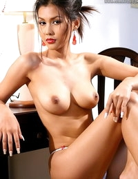 Unclothed Chinese Adulteress Anna Song