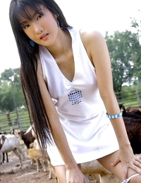 Bare Chinese Hot Woman Halle