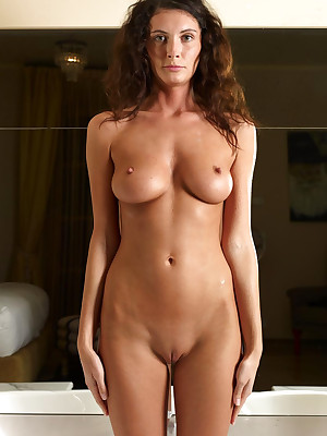 Shaved Pussy nude pics