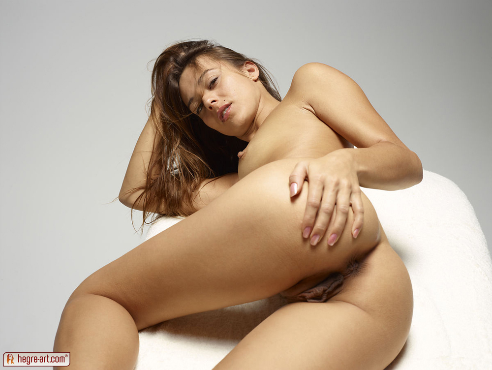http://www.nude-photography.com/scj/thumbs/galleries/7/311/10_711.jpg