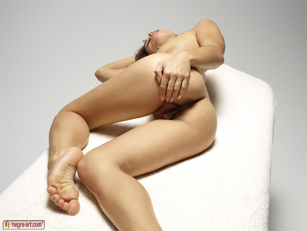 http://www.nude-photography.com/scj/thumbs/galleries/7/311/11_404.jpg