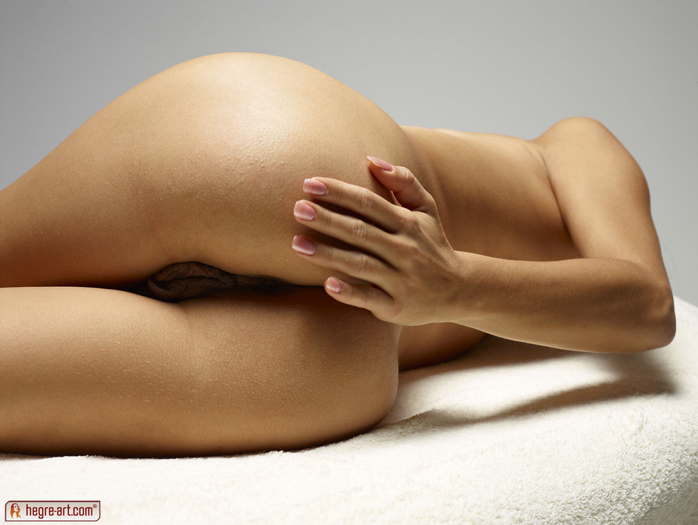 http://www.nude-photography.com/scj/thumbs/galleries/7/311/12_22.jpg