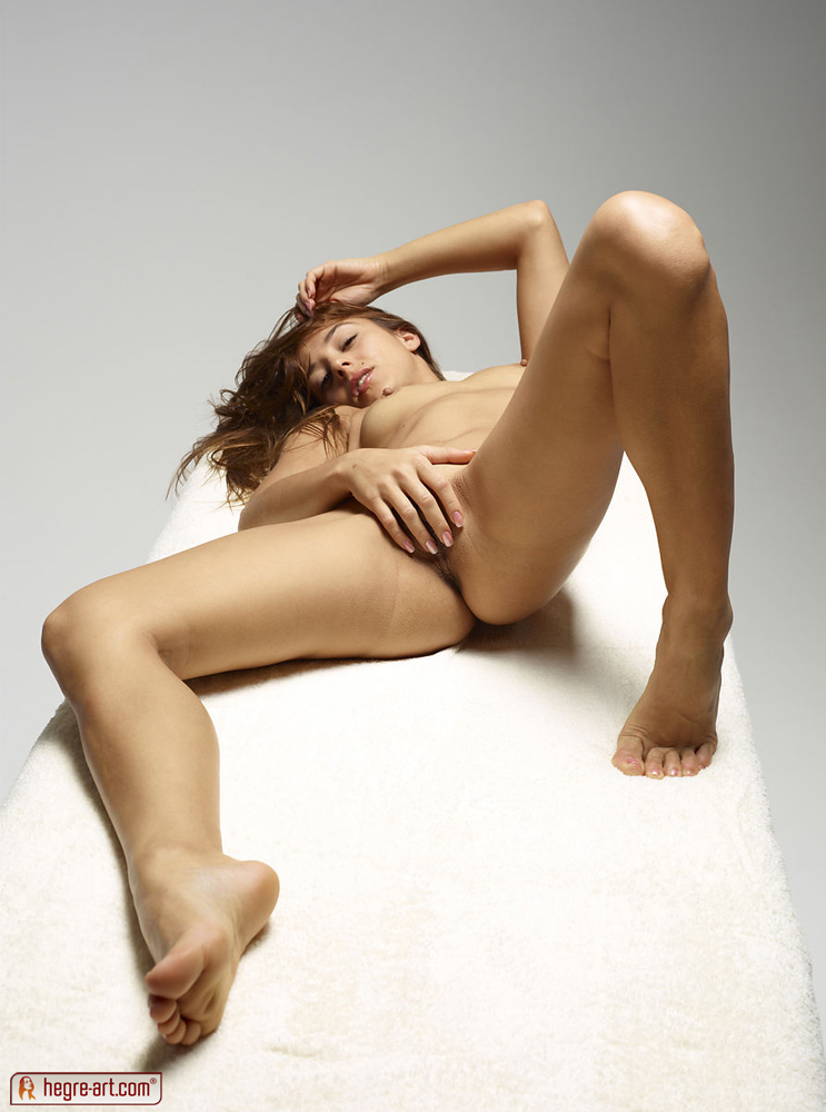 http://www.nude-photography.com/scj/thumbs/galleries/7/311/7_397.jpg